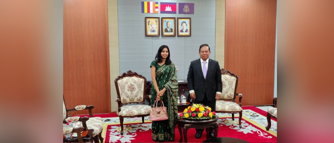 Ambassador Devyani Khobragade paid a call on governor of  National Bank of Cambodia
